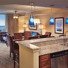 Wyndham Vacation Resorts Towers on the Grove at North Myrtle Beach — Kitchen/dining area