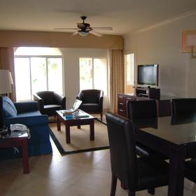 Unit living and dining area