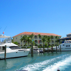 Paradise Harbour Club & Marina - View of bldg from the Marina