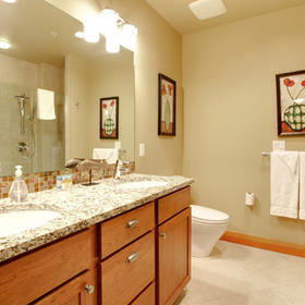 WorldMark Chelan –- Lake House — Bathroom