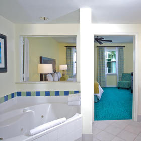 Harborside Resort at Atlantis — Bathroom