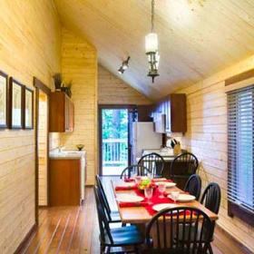 Bluegreen Shenandoah Crossing Cabin Dining Area
