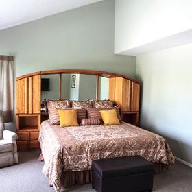 Pine Acres Lodge — Bedroom