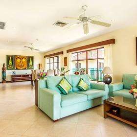 Club Tropical - Baan Puri Living Area