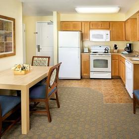 WorldMark San Diego - Mission Valley Kitchen and Dining Area