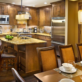 Northstar Lodge by Welk Resorts Kitchen and Dining Area