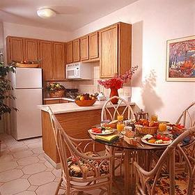 Tropicana Aruba Resort & Casino at Eagle Beach - Unit Dining Area & Kitchen