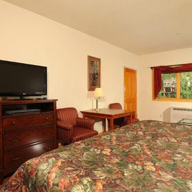 Gateway Mountain Lodge Bedroom