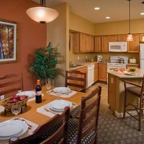 Wyndham Vacation Resorts Steamboat Springs — Dining Area and Kitchen