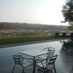Mjejane River Lodge — Pool and Sitting Area