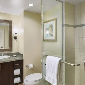 Hilton Grand Vacations Club (HGVC) at The Grand Waikikian Bathroom