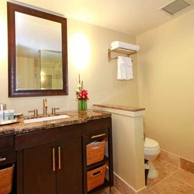 Wyndham Vacation Resorts Royal Garden at Waikiki Bathroom