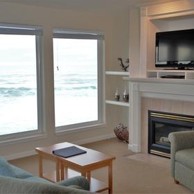 WorldMark Depoe Bay — Sample unit living area