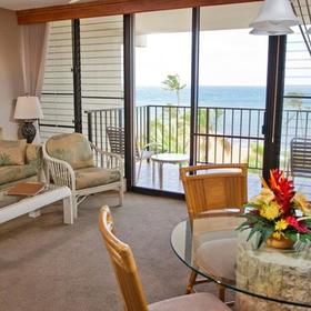 Maui Beach Vacation Club Living Area
