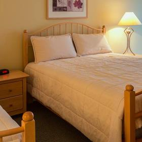 Georgian Bay Hotel & Conference Centre — Bedroom