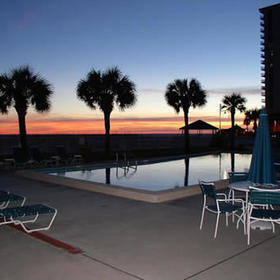 Destin Holiday Beach Resort Pool