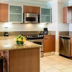 Alexandra Resort and Spa — Well-equipped kitchen