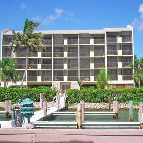 Sunrise Bay Resort & Club Exterior