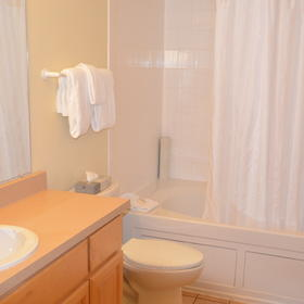 WorldMark Depoe Bay — Master Bathroom