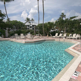 Sanibel Cottages — Pool