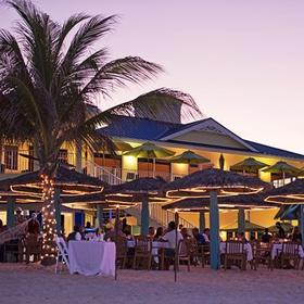 Wyndham Reef Resort Beach Dining