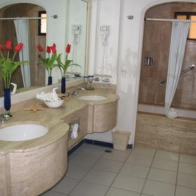 Marina Fiesta Resort - Unit Bathroom