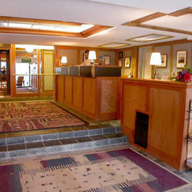 Mountainside Lodge - Lobby