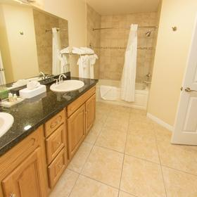 Grand Caymanian Resort — Bathroom