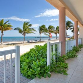 Grand Caymanian Resort — Patio