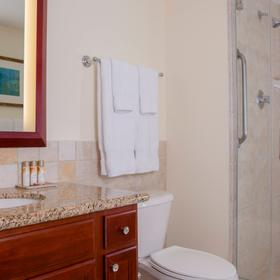 Marriott's Ko Olina Beach Club — Bathroom