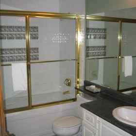 Whistler Vacation Club at Twin Peaks — - Unit Bathroom