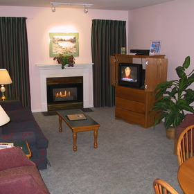 Chateau Canmore Quality Resort — - living room