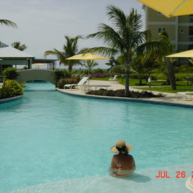 Alexandra Resort and Spa — - Pool