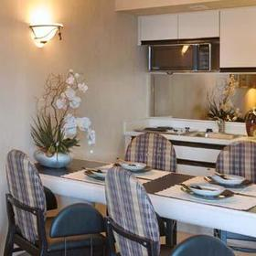 Flagship - Unit Dining Area