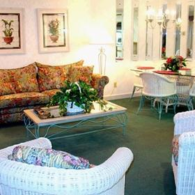Links Golf and Racquet Club - unit living and dining areas
