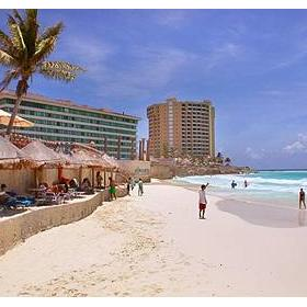 Krystal International Vacation Club Cancun — - Beachside cafe