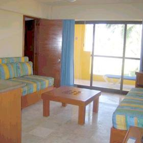 Plaza Pelicanos Grand Beach Resort - Unit Living Area