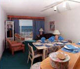 Maritime Beach Club - living room/dining room