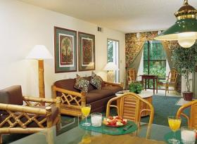 Parkway International Resort - Living/Dining Area
