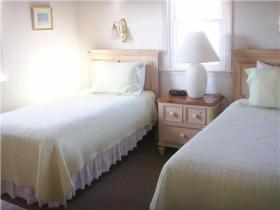 Guest Bedroom - Cottage