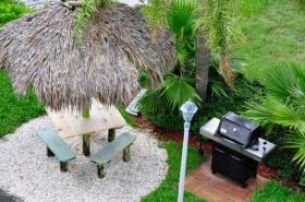 Bay and Beach Club - Grilling Area
