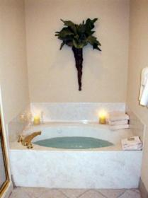 Holiday Beach Resort  - Unit Jacuzzi Tub