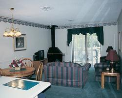 Hiawatha Manor at Lake Tansi Village - Unit Living Area