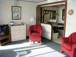 Mariner's Boathouse & Beach Resort - Unit Living Area