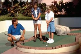 Ka'anapali Beach Club - roof-top miniature golf