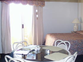 San Luis Bay Inn - Unit Dining Area